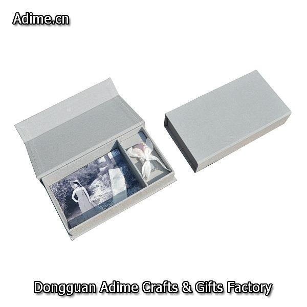 Prints USB Box with Ribbon